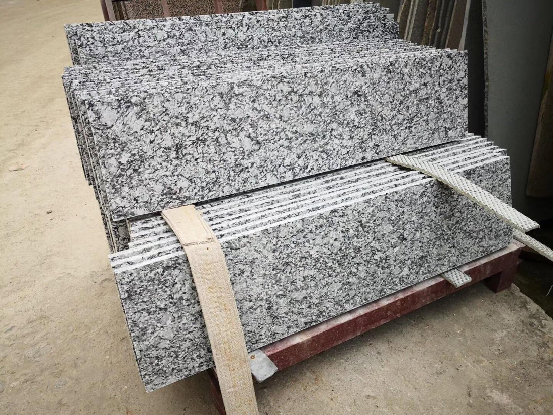 Spray White Granite Stairs from China