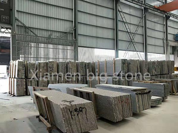 Xiamen big stone factory granite half slabs in stock
