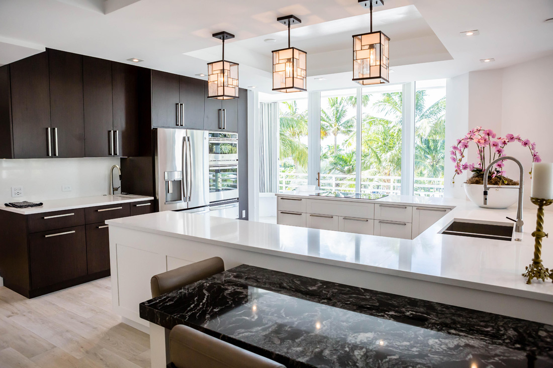 Marble and Quartz Kitchen Countertop