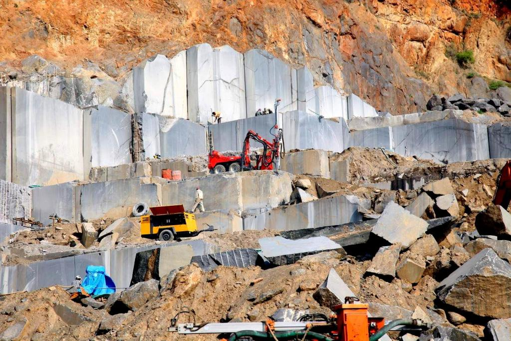 India Black Galaxy Granite Quarry