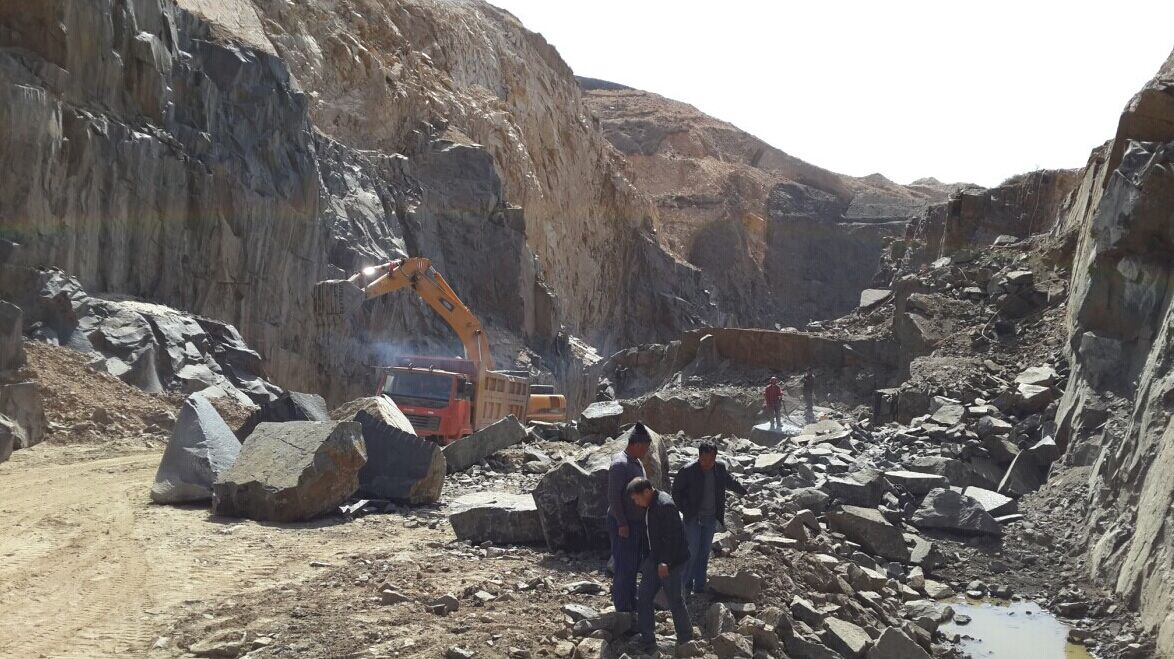 Fengzhen black granite quarry