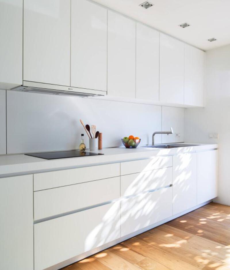 Modern Kitchen Designs with White Countertops