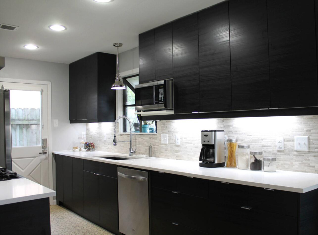 White Quartz Countertops With Black