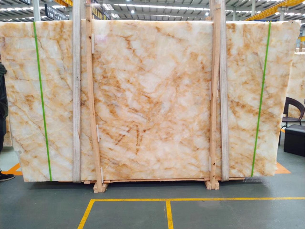 Golden Onyx Slabs from China