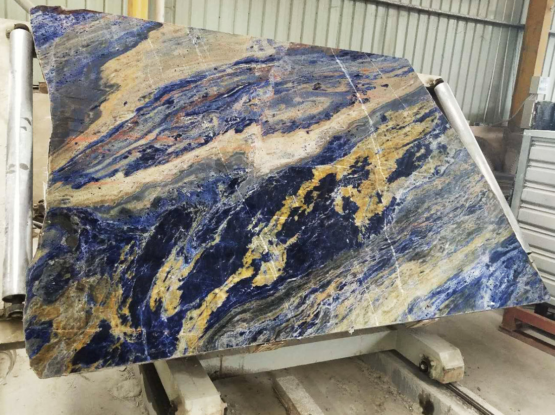Semi Precious Transparent Big Blue Sodalite Slabs