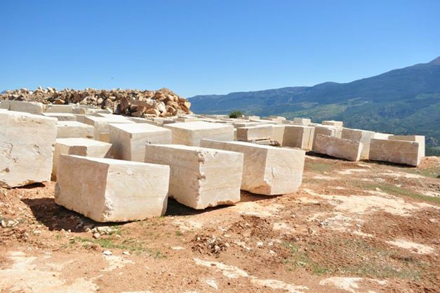 Travertine blocks