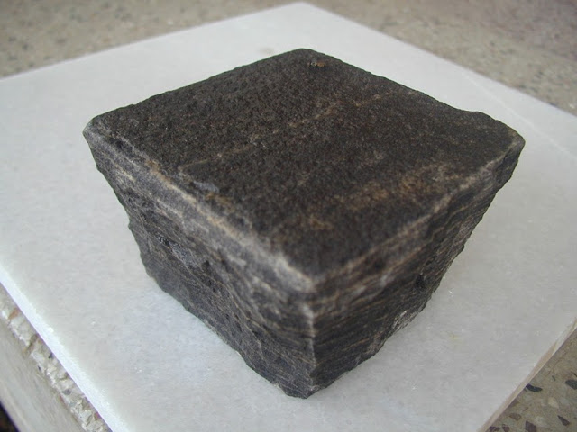 BLACK SANDSTONE COBBLE