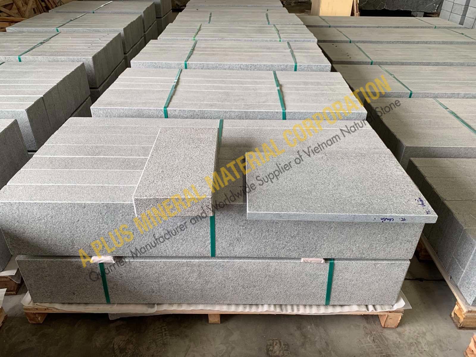 Dark grey granite palisade Vietnam