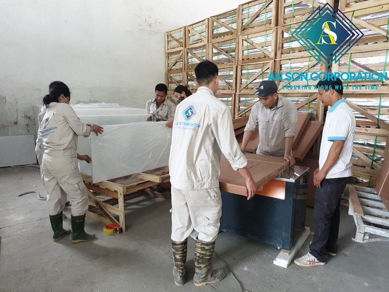AN SON FACTORY PACKING AND LOADING MARBLE TILE