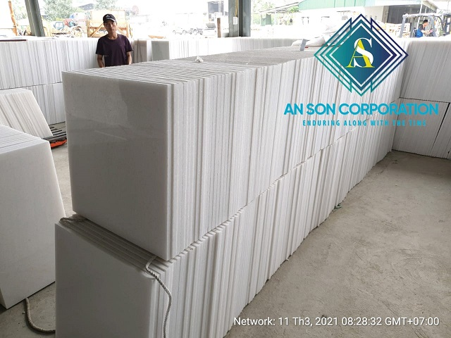 Continue Packing White Marble Tile
