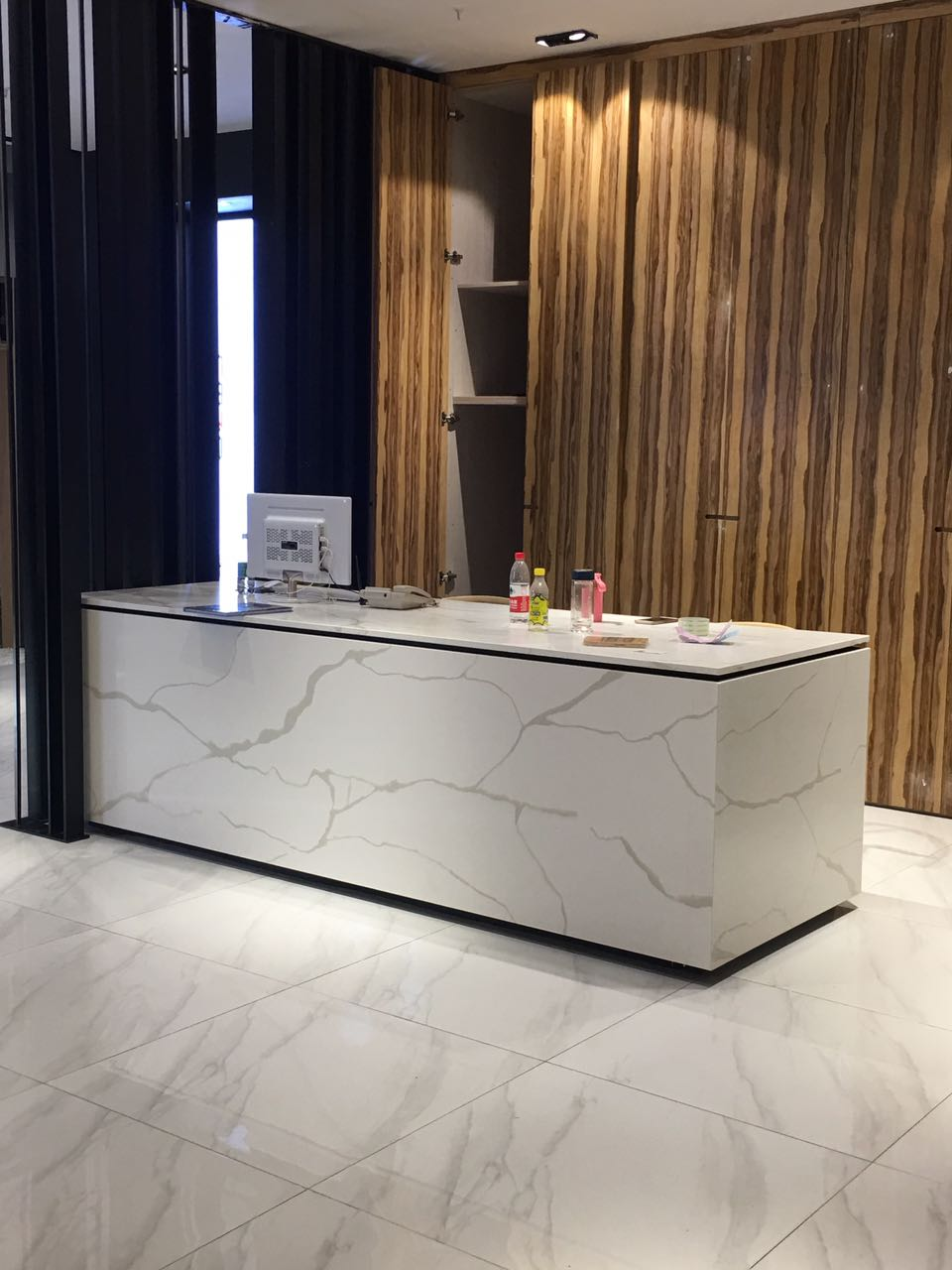 Calacatta Quartz Stone Table Top