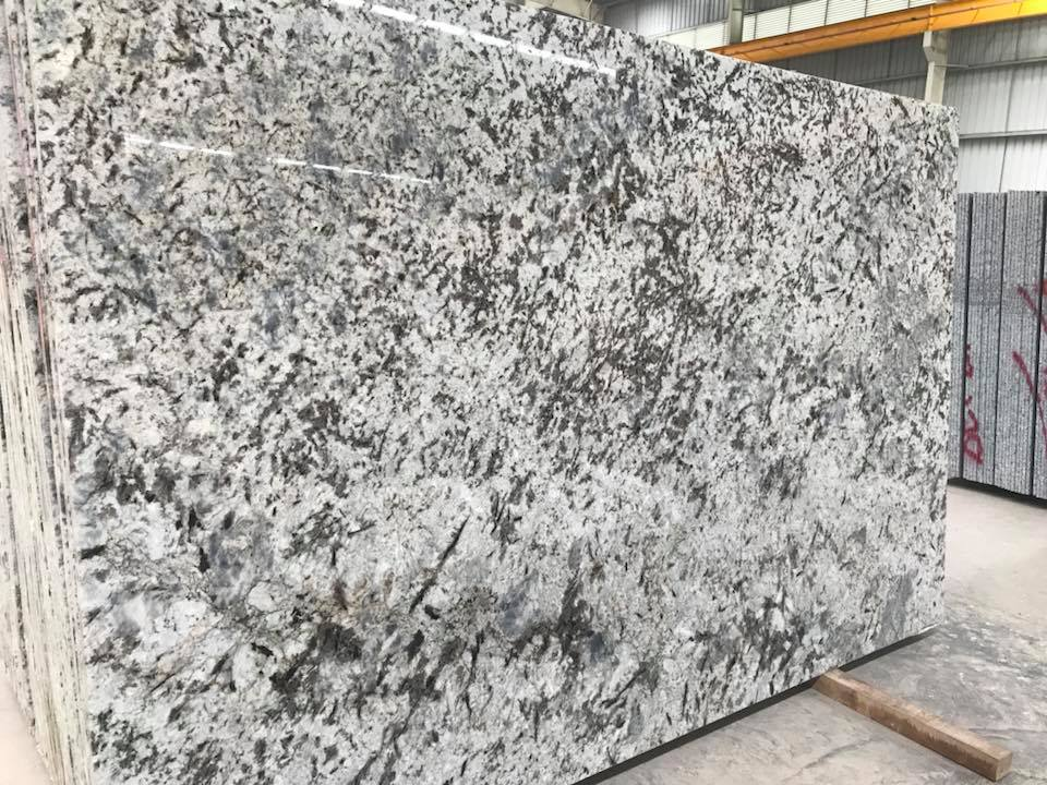 Alaska White Granite Polished Granite Slabs
