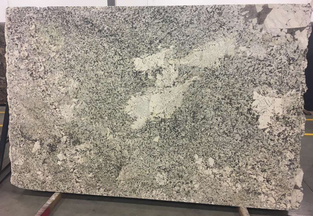 Alaska White Granite Slabs with Top Quality for Kitchen Countertops
