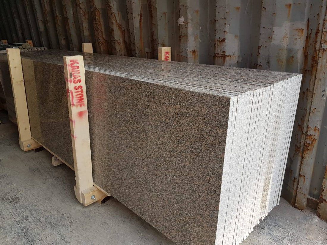 Aswan Red Granite Slabs for Kitchen Countertops