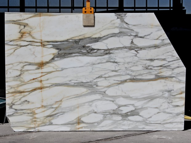 CALACATTA CRESTOLA Marble in Slabs