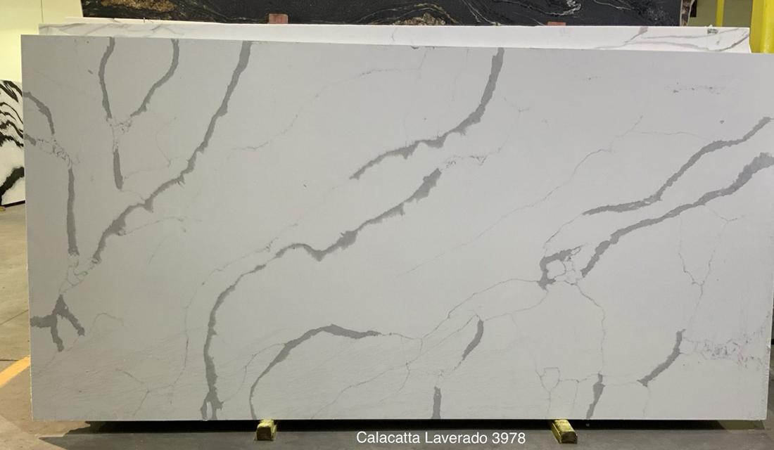 Calacatta Laverado White Quartz Slabs for Kitchen Countertops
