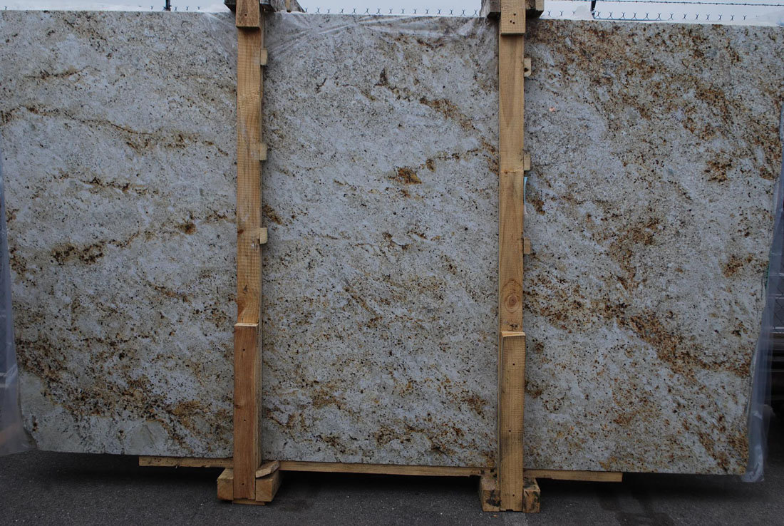 Colonial Gold Granite Slabs Polished Granite Slabs from India