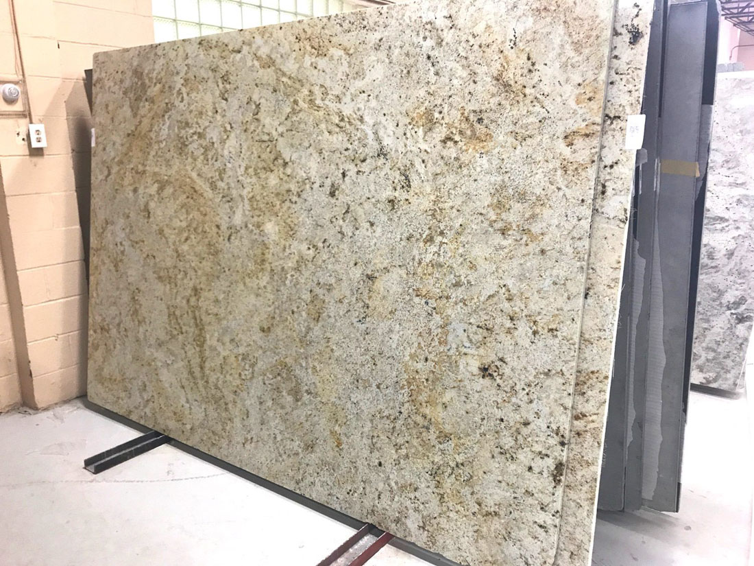 Colonial Gold Slab Polished Indian Granite Stone Slabs with Competitive Price