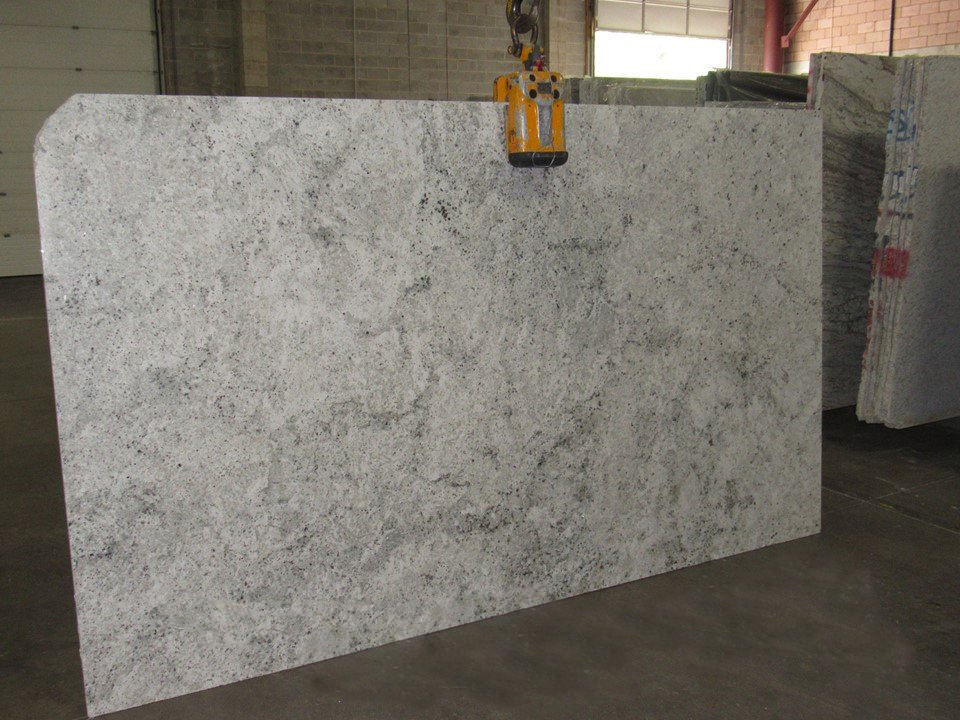 Colonial White Polished Granite Slabs for Countertops
