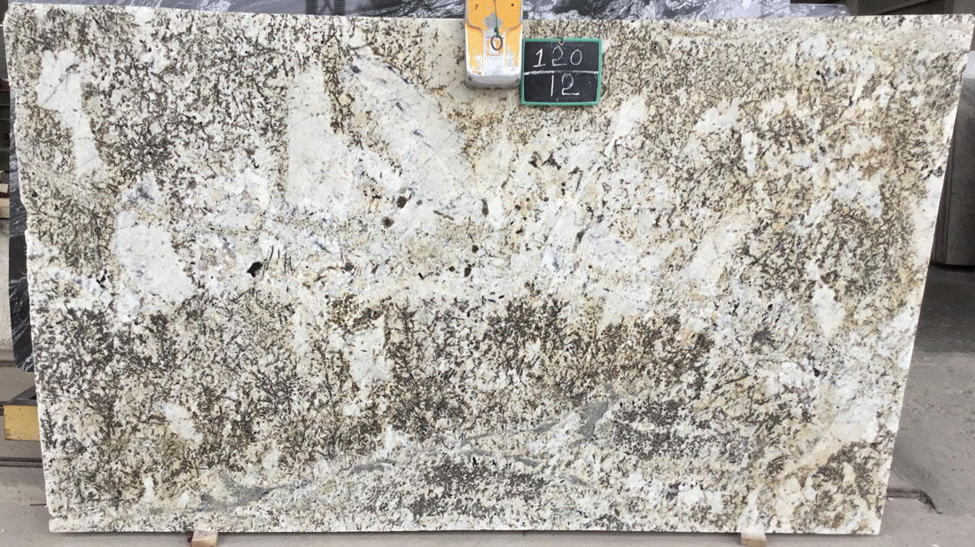 Delicatus Cream Granite Slabs Polished Beige Granite Slabs