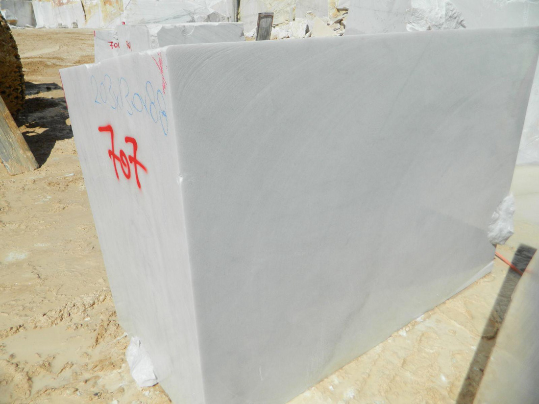 Fine Grain White Marble Rough Blocks and Slabs