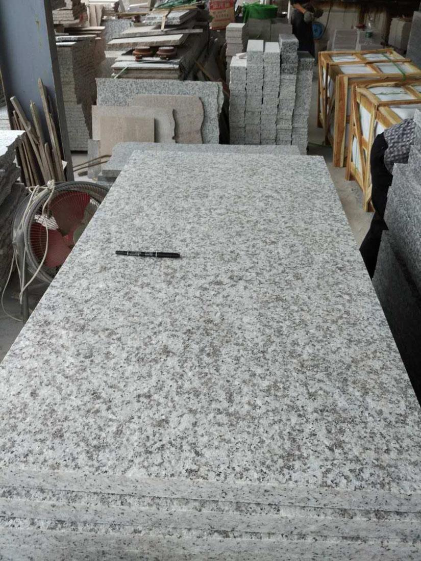 G439 Big White Flower Beta White Flamed Granite Tiles