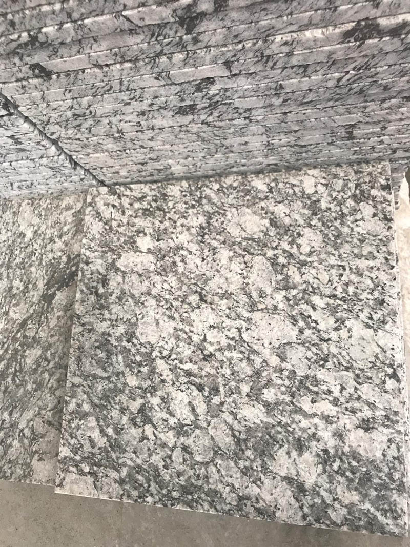 Grey Flamed Granite Tiles from China
