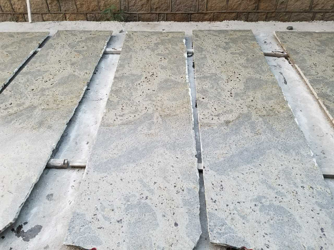 India New Kashmir White Panther River White Granite Strip Slabs
