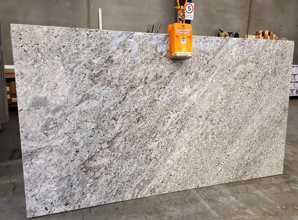 Indian Granite Colonial White Slab Polished White Granite Stone Slabs