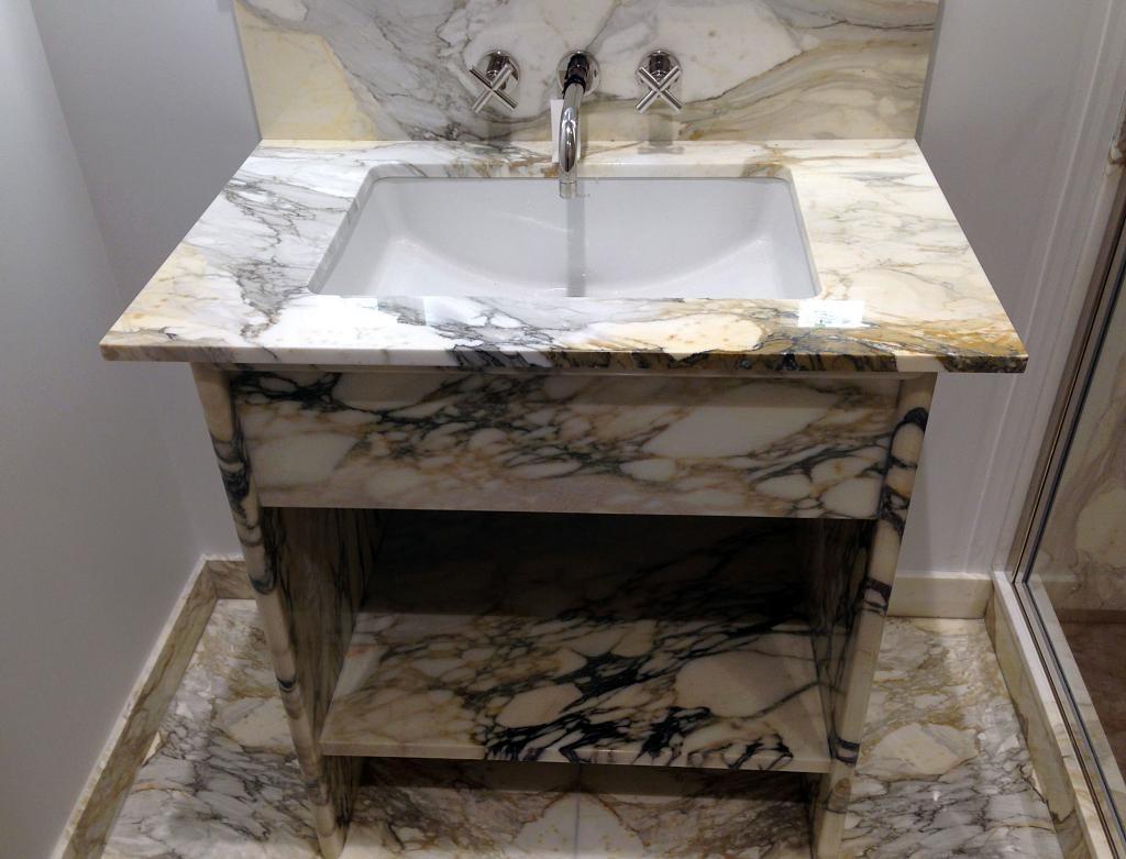 Italy Calacatta Paonazzo White Marble Vanity Tops