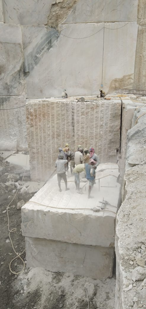Kashmeer White Block White Granite Blocks from Indian Quarry