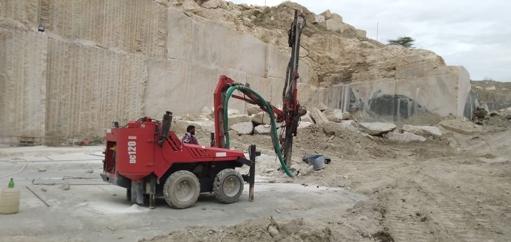 Kashmeer White Natural Granite Blocks from Indian Quarry