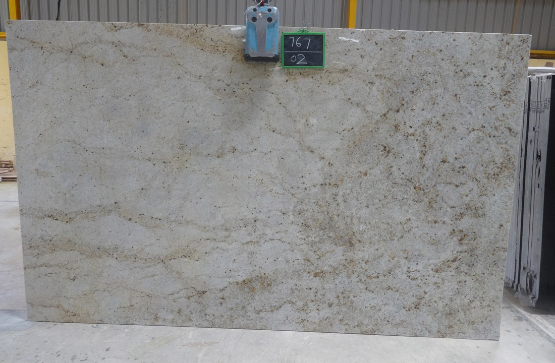 New Colonial Gold Granite Slabs Indian Beige Granite Slabs with Competitive Price
