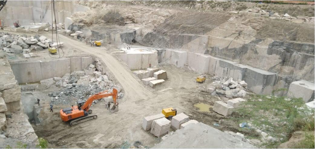 New Kashmeer White Block Natural Granite Blocks from Indian Quarry