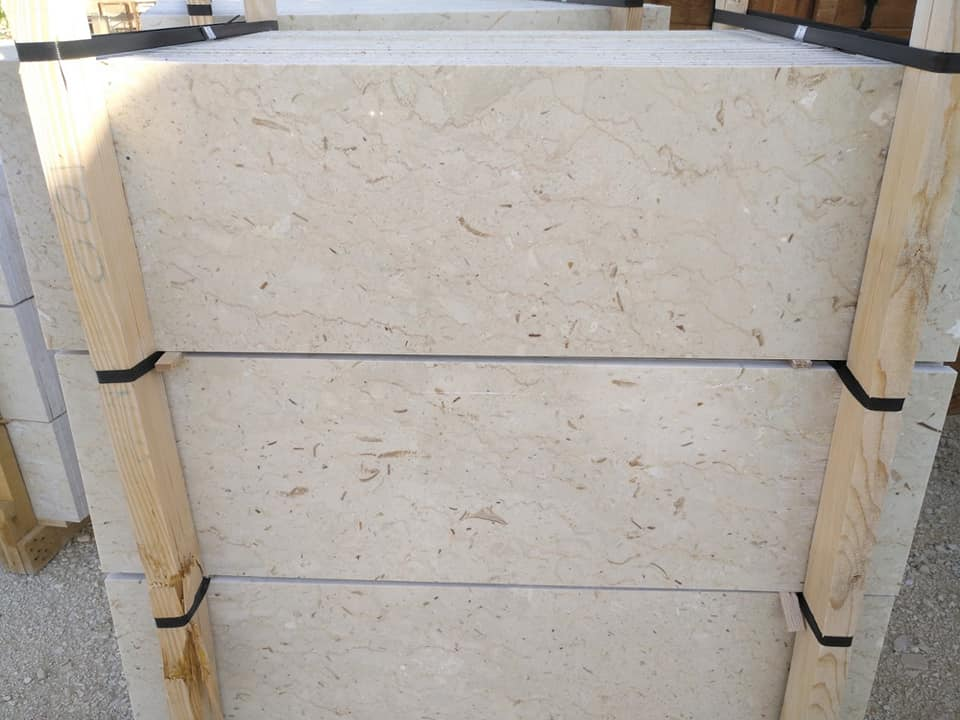 Perlato Sicilia Beige Marble Steps from Italian Supplier