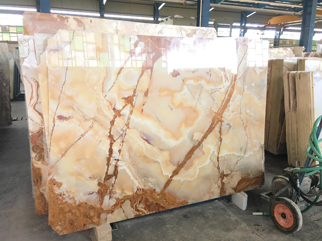 Polished Beige Onyx Slabs