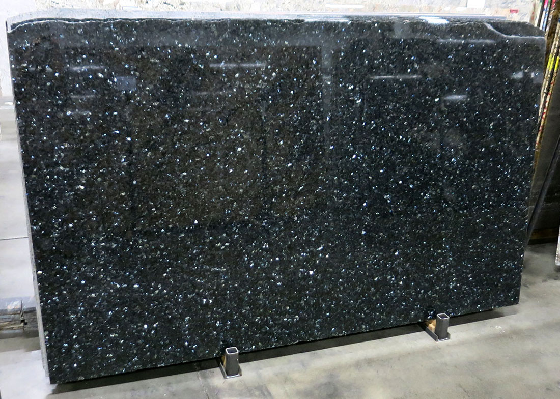 Polished Emerald Pearl Granite Slabs Competitive Granite Slabs