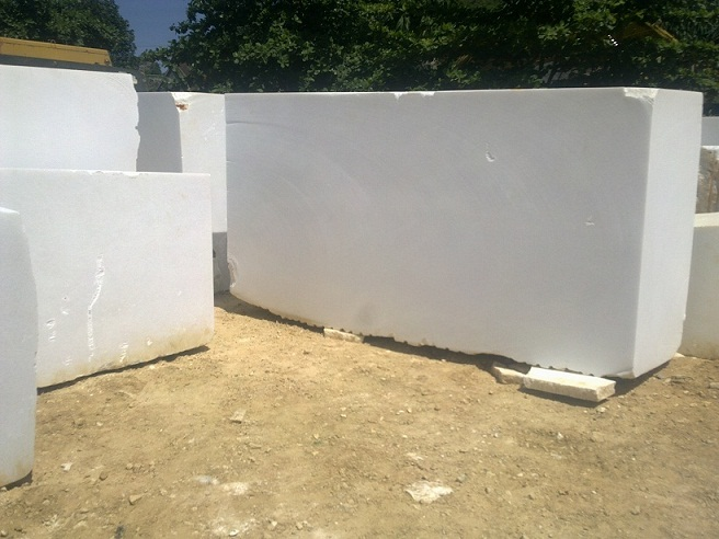 Pure Crystal White Marble Blocks Medium Grain