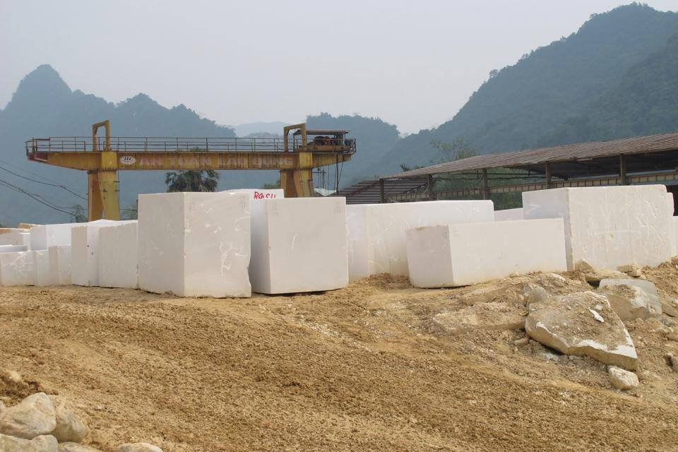 Pure Crysta White Marble Blocks Medium Grain