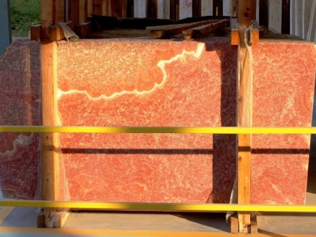 RED ONYX Onyx in Blocks Slabs