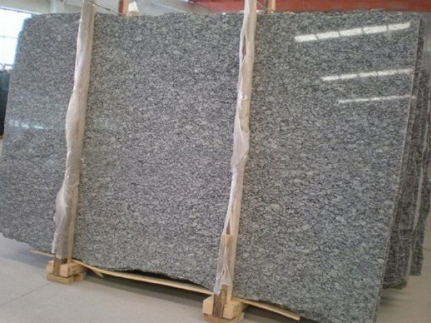 SPRAY WHITE GRANITE SLAB