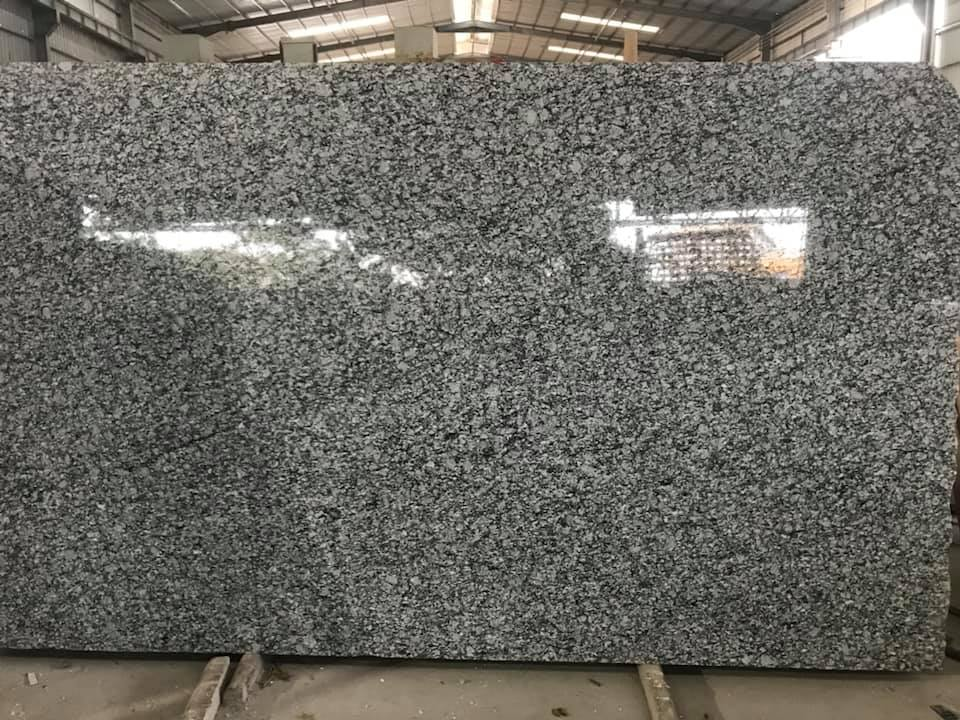 Spary White Gangsaw Slabs Chinese Polished Granite Slabs
