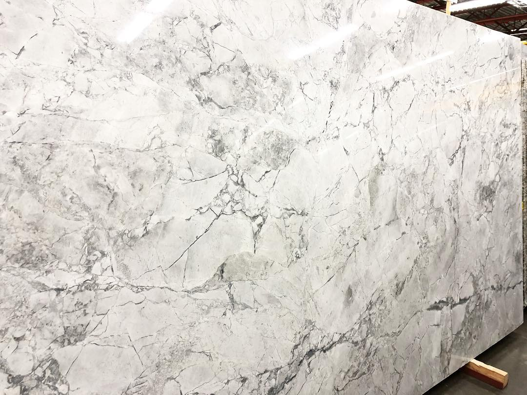 Super Calacatta Quartzite Slabs Polished White Quartzite Slabs