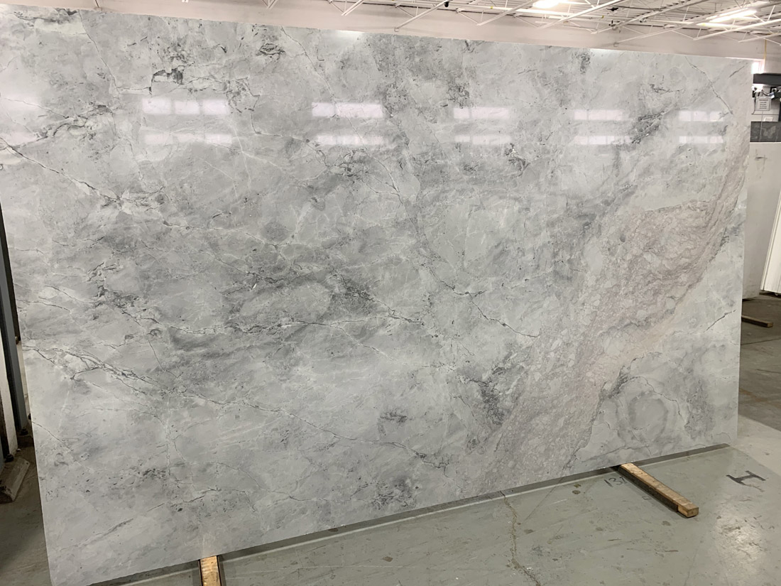 Super White Calacatta Quartzite Slabs Polished 2cm Quartzite Stone Slabs