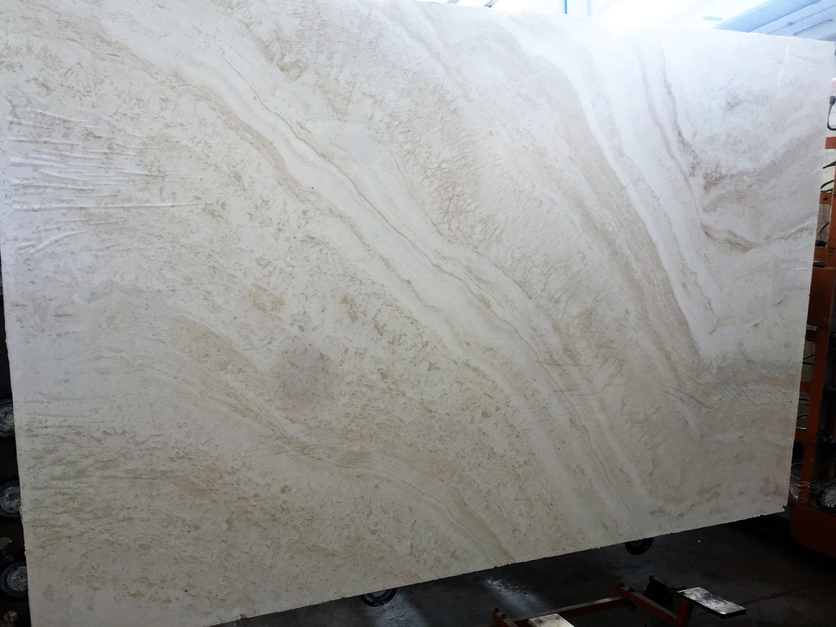 Travertino Bianco Alabastrino A Slabs