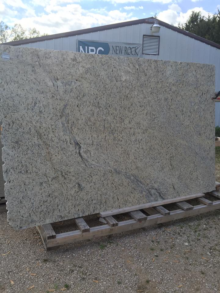 Venetian Gold Granite Slabs with Competitive Price