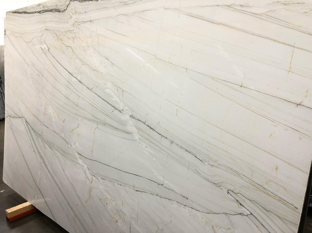 White Calacatta Quartzite Slabs for Kitchen Countertops