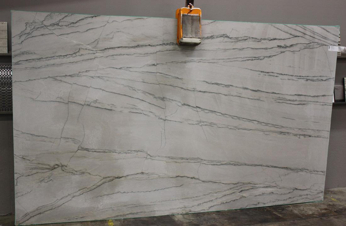 White Macaubus Cross Cut Quartzite Stone Slabs for Kitchen Countertops