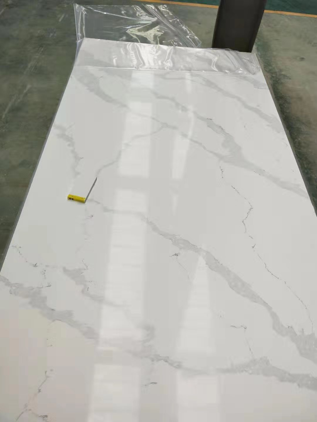 Calacatta Quartz Stone Table