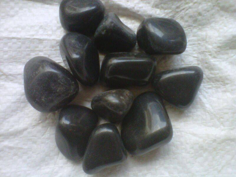 natural black pebbles